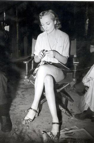 amazingtricot:  Carole Lombard knitting on set.