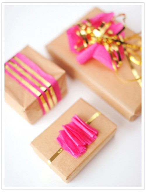 theglitterguide:  (via GIFTING. / gold accented holiday gift wrap diy idea)