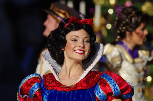 "fuckyeahdisneyentertainment:  Snow White ""A Christmas Fantasy"" Parade by Kent Freeman on Flickr."