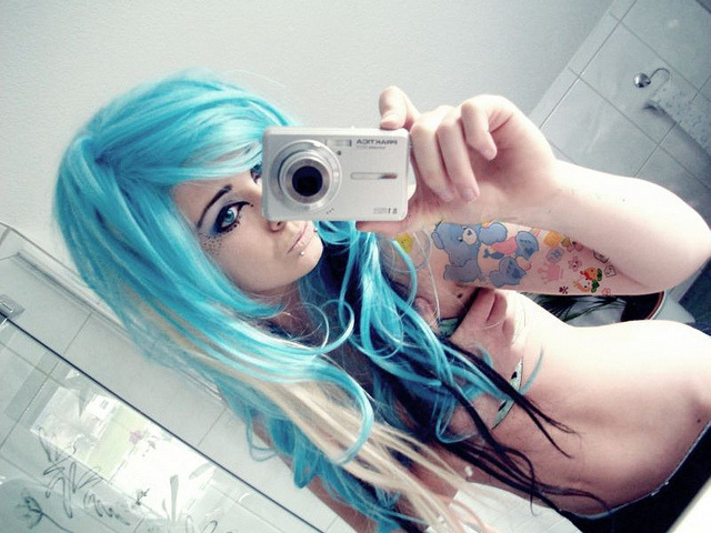bibi barbaric emo scene girl blue turquoise hair style curly blonde black eyes make up piercings tattoo colorful cute kawaii sweet body by ♥ BiBi BaRbArIc ♥ on Flickr.