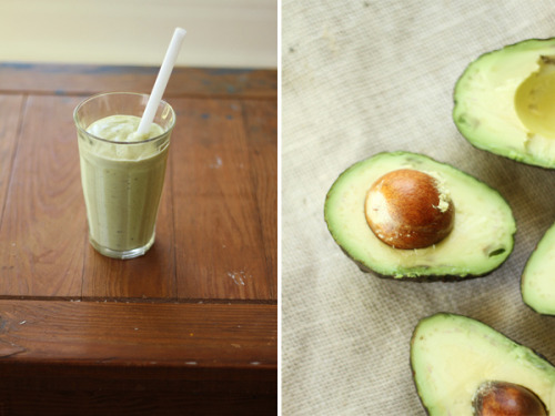 1 ripe avocado 1 banana 1 kiwi raw almond milk* raw honey or agave Blend and serve as is.