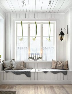 myidealhome:  winter window seat (via lantiv)