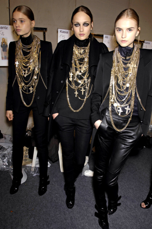 runwayispower:   Backstage | Givenchy FW08  runway blog xo