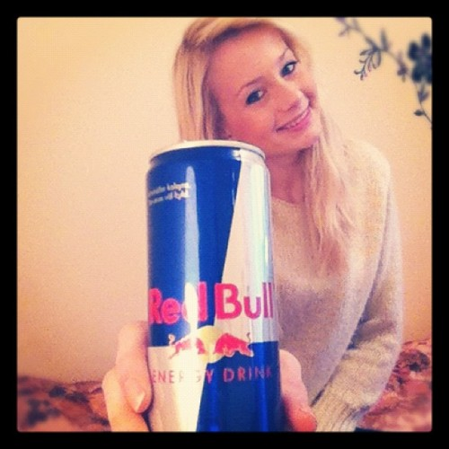 #cheers#to#the#weekend#ending#and#the#holiday#beginning#redbull#me#blonde#girl#sweden#swedish#russian#room#bed#holding#room#pretty#hair#wavy#sottong#iphone#iphonephotography#istagram#photography#timer (Taken with instagram)