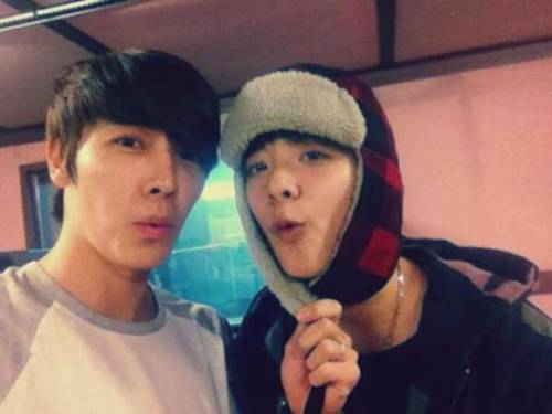 "Super Junior's Donghae Calls f(x)'s Amber, ""Mini-Donghae""  Super Junior's Donghae and f(x)'s Amber have once again shown off their SMTOWN love. On December 18th, Donghae tweeted, ""Today, 'mini Donghae' Amber appeared."" Donghae and Amber put their faces close together so that fans could  see why he called her 'mini Donghae'. Fans also noticed how they pulled  the exact same pose from a previous photo, with Donghae yanking on the strings of Amber's hat. In related news, Super Junior's Donghae and Eunhyuk are currently promoting for their digital single, ""Oppa, Oppa""."