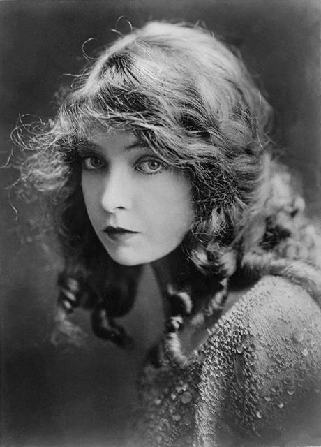 fuckyeahhistorycrushes:  Lillian gish - She made tons of films spanning many decades including the silent era and is my favorite face of them all~