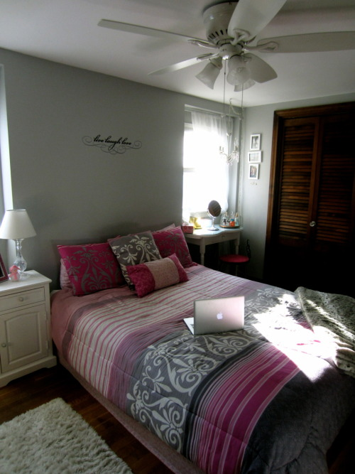 jilly-beanie:  My room! <3 So happy to be home for a month