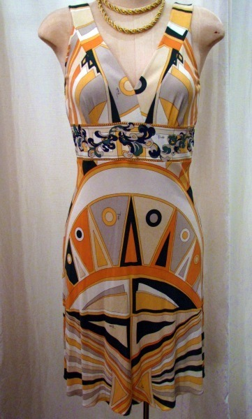 OOTD - This Emilio Pucci sleeveless dress is perfect for a Sunday afternoon. Peach, green and white signature Pucci pattern. Size 42.