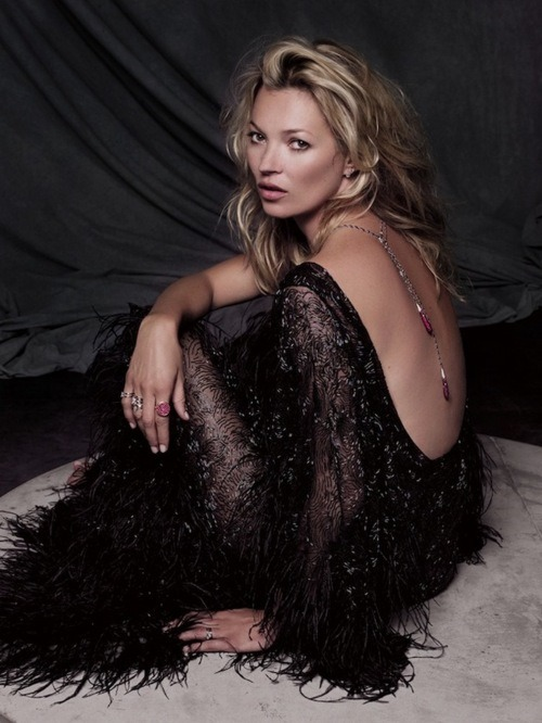 drunk-glitter:  coco-is-haute:  Kate Moss  ✿