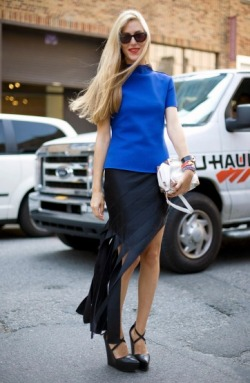 Blue ZARA Boxy Tee atop  ALEXANDER WANG black Banner Skirt and white bag Black THEYSKENS THEORY Wedges