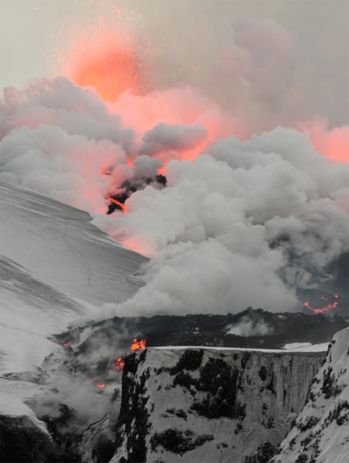 hautepop:  eruption of Iceland's Eyjafjallajökull volcano in April 2010 photo credit: Boaworm, Wikimedia Commons