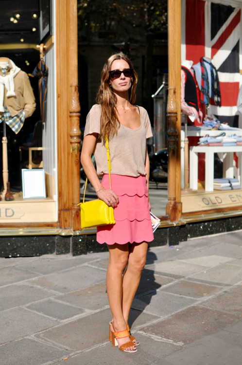 pink scalloped skirt + yellow shoulder bag http://trendycrew.com/