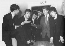 1962, October 28, Interview of the Beatles before they go on stage.