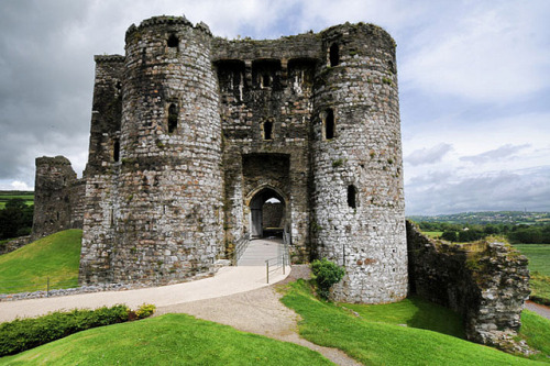Kidwelly castle, Pembrokeshire, Wales by marechal jacques on Flickr.