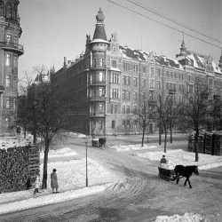 ckck:  Snow removal by horse on Strandvägen. Stockholm, Sweden, circa 1944. Photograph by Lennart af Petersens.