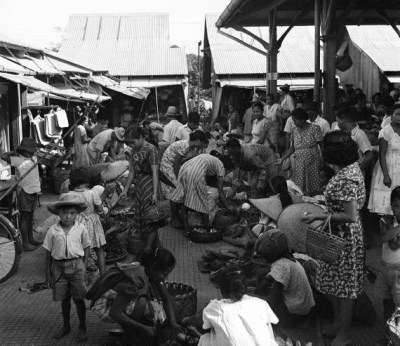 legrandcirque:  A marketplace in the Calubang barrio. Photograph by Carl Mydans. Manila, Philippines, 1942.