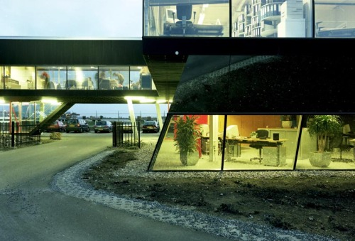subtilitas:  Maxwan - Office on an airline runway, Maastricht 1998.