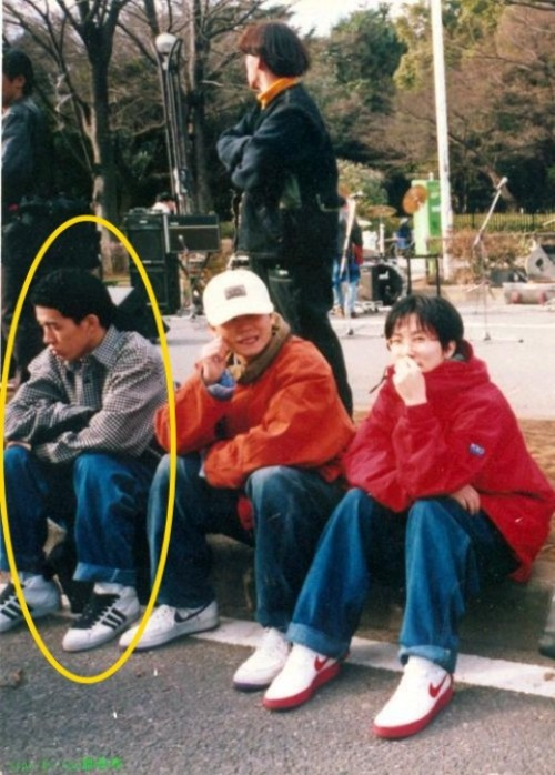 "Sean back in the day when he was one of the backdancers for Seo Taiji & Boys!  An old picture of singer, Sean, from the hip hop duo Jinusean, has become an overdue hot topic circling around the web when it was told that the picture was from his backdancing days before debut. On an online community on the past 18th, the picture was uploaded under a topic titled 'What are Seo Taiji, Yang Hyunsuk, and Sean doing right now?' The original uploader of this photo also included, ""The person on the very left out of the three people is Sean, next to him is Yang Hyunsuk! The person wearing the red jumper is Seo Taiji!"" and that, ""It was said that they didn't want a picture taken of themselves because they were shy, but they did anyway, so that's why their expressions and poses are so…"" As seen in the photo, Sean is wearing a plaid shirt and baggy jeans along with his short, permed hair. Next to him is Yang Hyunsuk and Seo Taiji looking very young compared to how they appear now. Irrelevant information omitted. Source: NateTranslation: swaggalevel-1000.tumblr.com"