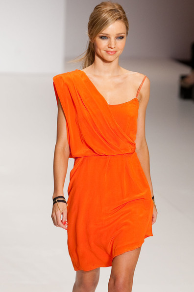 mode-puristes:  Miranda Kerr  I love the orange!