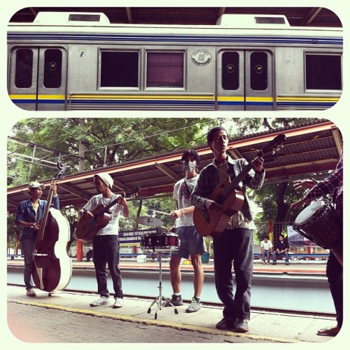 Train Musician  #iphonesia (Taken with Instagram at Stasiun Duren Kalibata)