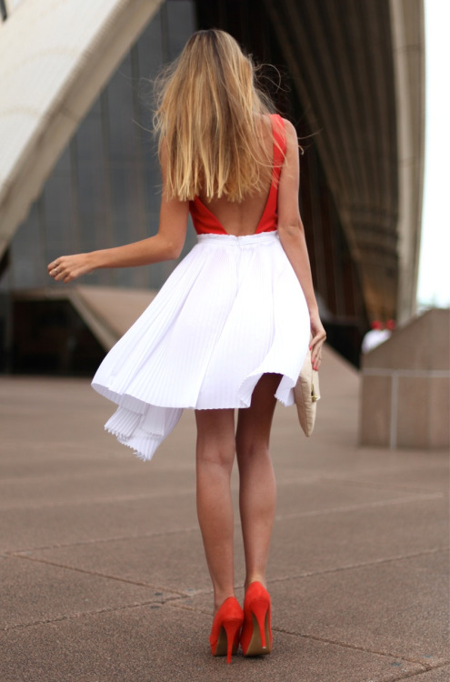 thedecorista:  bit of red. bit of white. fab