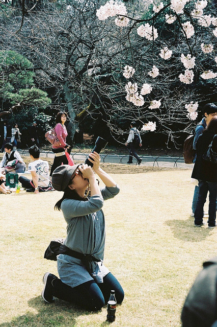 ebizori-shooter  ~ Tokyo Photo Club ~ by ditao on Flickr.Via Flickr: OM-2N/F.Zuiko AUTO-S 50mmF1.8 Kodak portra160vc 腰を大切に♪