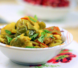 findvegan:  Curried Brussels sprouts. A Great holiday side.