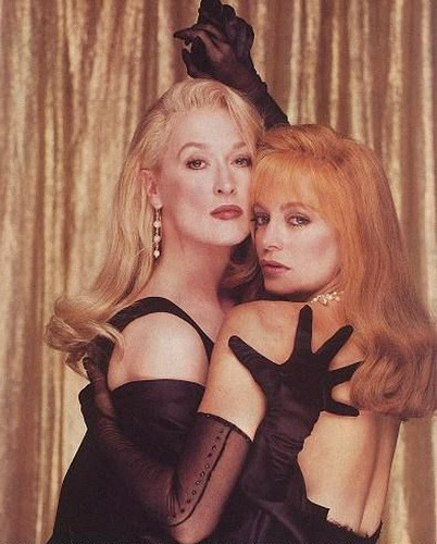 #deathbecomesher Just saw this again J'ADORE #merylstreep & #goldiehawn in this (of course #brucewillis is DELISH as usual). letskillkaler:  starting off my birthday with this movie.