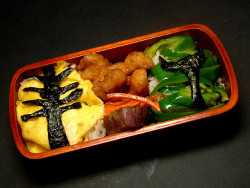 japanlove:  bento by takekazu on Flickr.