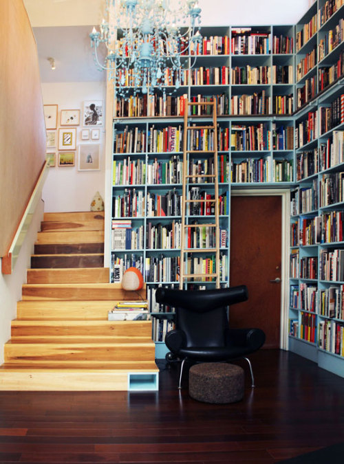 I want this to be my house.  sarah-is:  Oh, those bookshelves. (via Apartment Therapy)