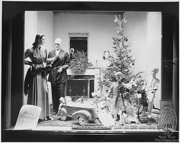retrogasm:  1940s window display