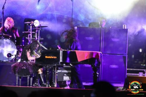 Amy Lee, Terry Balsamo & Will Hunt @ Hasely Crawford Stadium - Trinidad e Tobago 2011 www.evanescence.com.br/galeria