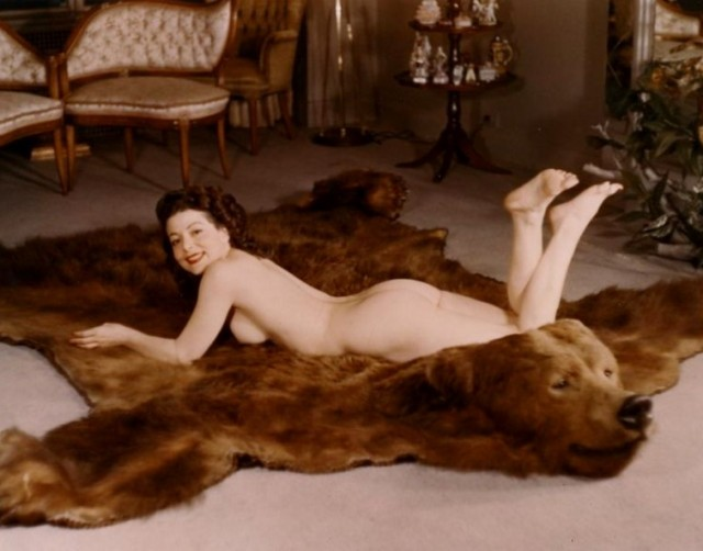 thegirlcantdance:   På fällen   i wanna lie naked on a fur rug!
