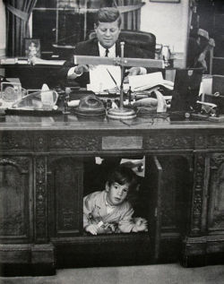 Such an adorable picture of JFK and his son, it makes me a bit sad though :(