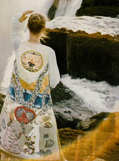 theyroaredvintage:  Photo by David Bailey for Vogue UK, 1970.