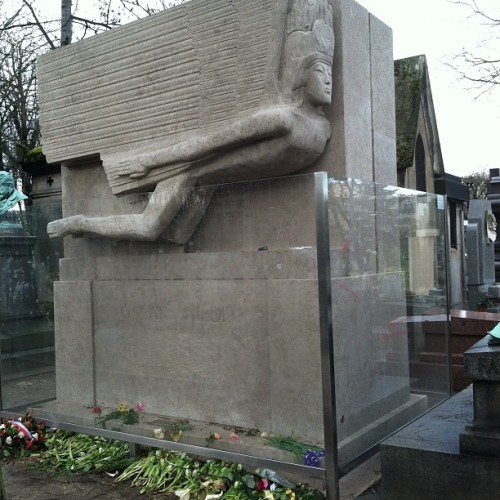 Tomb of Oscar Wilde. Can you see the lipstick kisses on the glass?