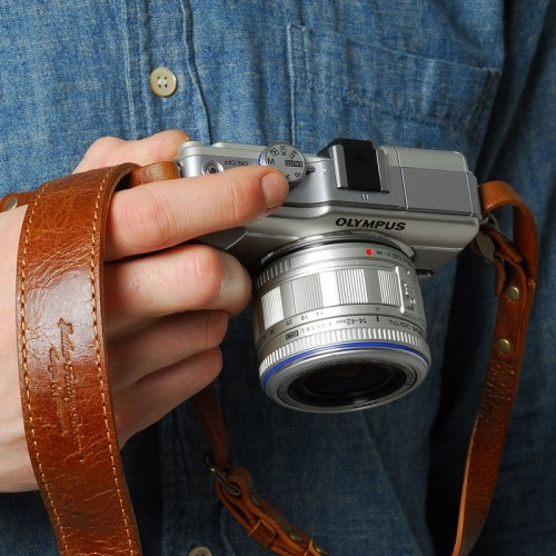#5 - Roberu Leather Camera Strap @ End