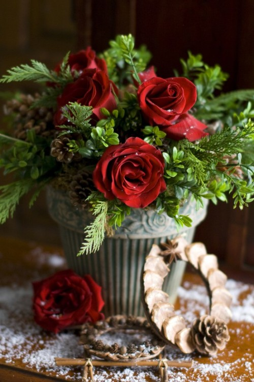 inspirationlane:  (via Christmas / A romantic little woodland holiday. From HolidayWithMatthewMead.com)