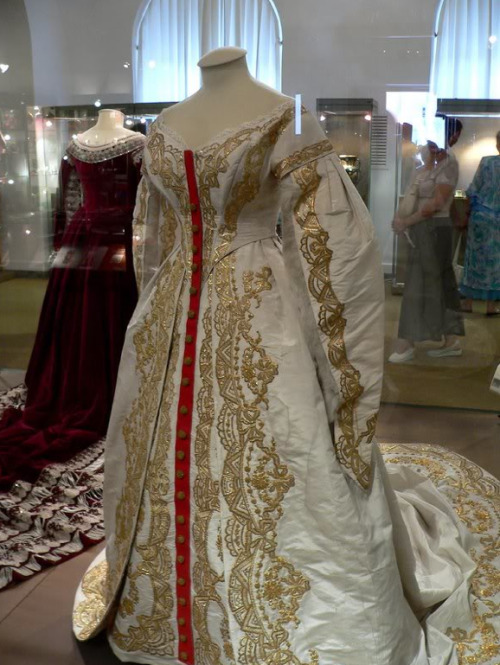 Be still my bloody heart. Late 19th century Russian court drees from Kremlin Museum
