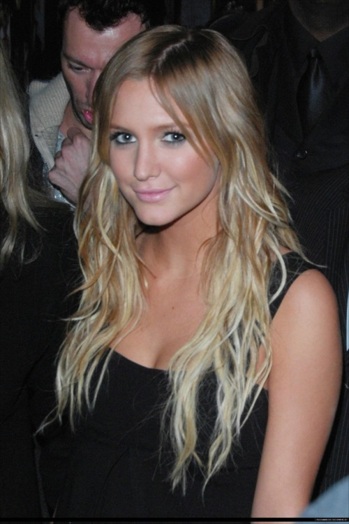ashlee simpson long blonde ombre hair