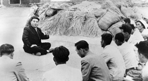 Kim Il-sung talking to Korean farmers. Pyongyang - October, 1945.
