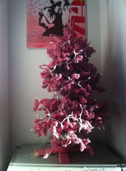 Kerli has a pink christmas tree <3