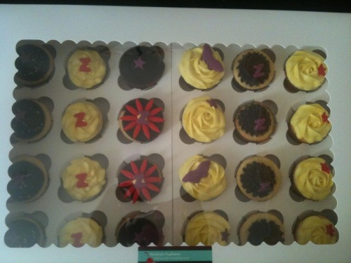 These gorgeous cupcakes were baked by Kendria at Kendria's Kupkakes of Baltimore, MD.  You can follow this beautiful baker on twitter or check out her blog.