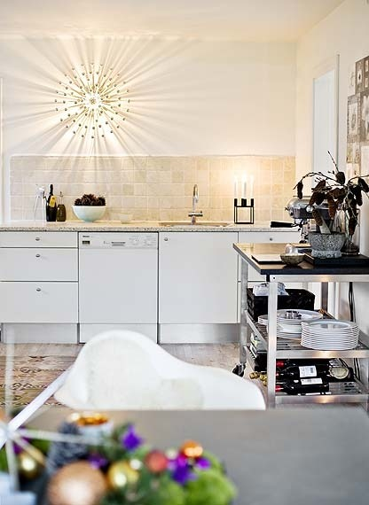 Love the ray light in this white kitchen