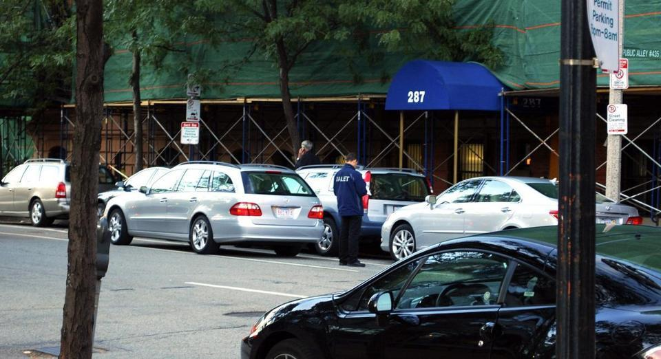 Valet parking violations punished lightly, if at all - Boston rarely acts on valet parking violations, which may explain why reporters observed wholesale violations outside restaurants in the city's busiest restaurant districts.