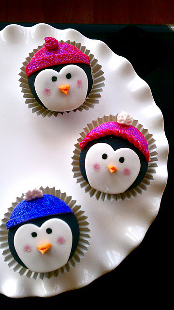 Penguin Cupcakes. &recipe here.