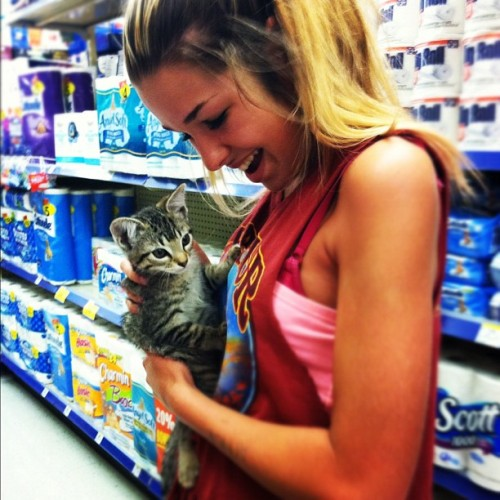 Shopping with Dah kitty🐱 @kate_ohcawn #meow  #kitten #girl  #hair #style #love #cute #fashion #cutshirts #tan (Taken with instagram)