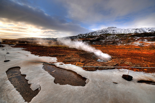 Litli Geysir - Iceland by 5ERG10 on Flickr.