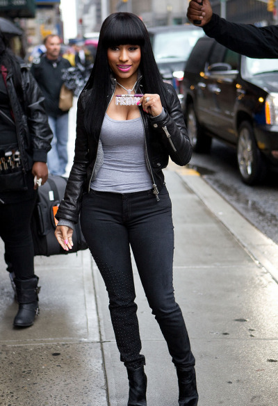 nickiminajhelp:  I loved this look @nickiminaj you looked so…Human   Love her : CONFESSIONS OF A MODERN DAY FASHIONIISTA
