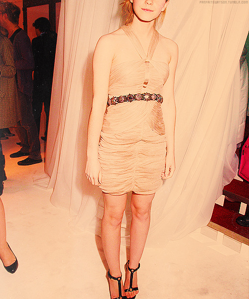emma watson wardrobe (x)          ›› Burberry & Vanity Fair National Portrait Gallery VIP Viewing